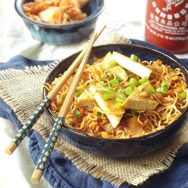 "<strong>Get the <a href=""http://www.connoisseurusveg.com/2014/09/stir-fried-kimchi-ramen-tofu-peanuts.html"" target=""_blank"">S"