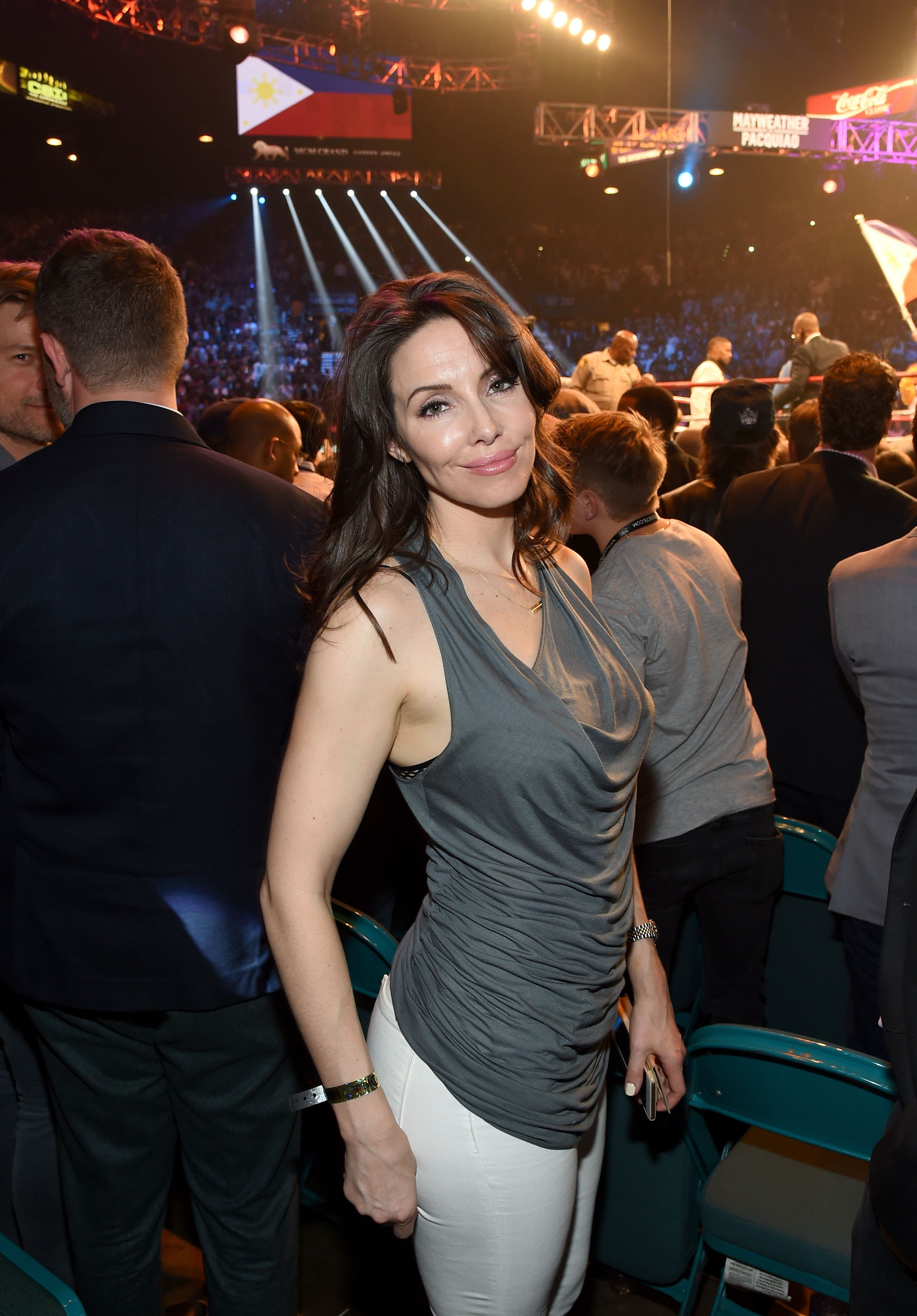 LAS VEGAS, NV - MAY 02:  Comedian Whitney Cummings poses ringside At 'Mayweather VS Pacquiao' presented by SHOWTIME PPV And HBO PPV at MGM Grand Garden Arena on May 2, 2015 in Las Vegas, Nevada.  (Photo by Ethan Miller/Getty Images for SHOWTIME)