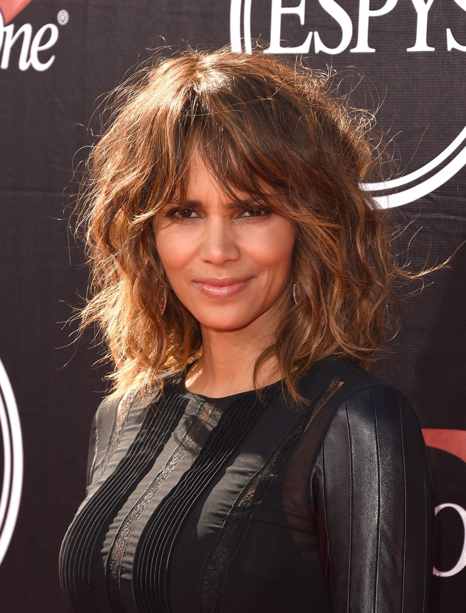 11 Shoulder Length Layered Hairstyles To Inspire Your Next Cut Huffpost Life