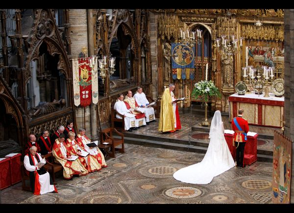 Prince William and Kate at the altar during their wedding ceremony.   (AFP photo)