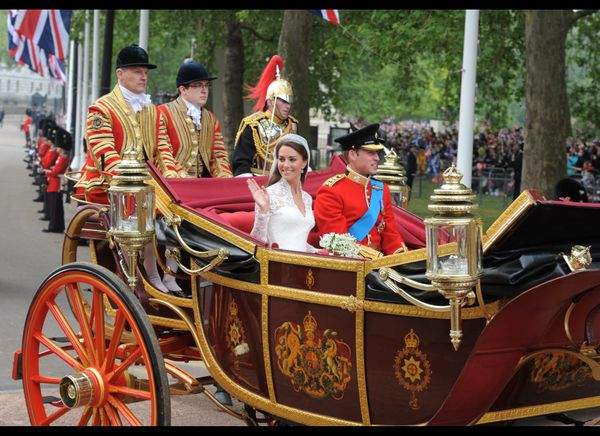 Prince William and Kate traveling along the processional route. (AFP photo)