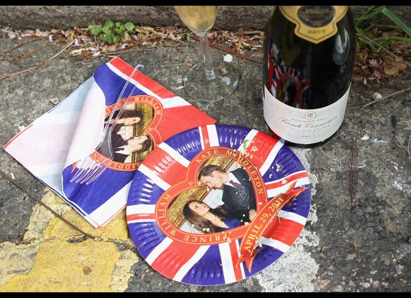 Commemorative royal wedding serviettes and plates. (Getty photo)