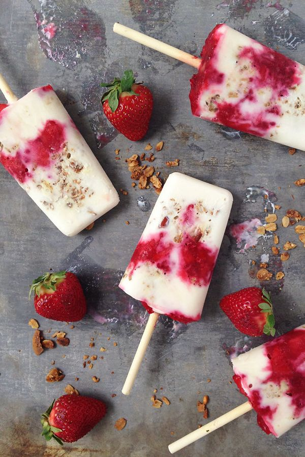 "Get the <a href=""http://feastandwest.com/2015/04/22/yogurt-parfait-breakfast-popsicles/"">Yogurt Parfait Breakfast Popsicle re"
