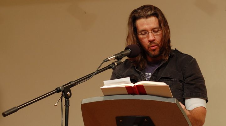 The real<em> </em>David Foster Wallace at a reading.
