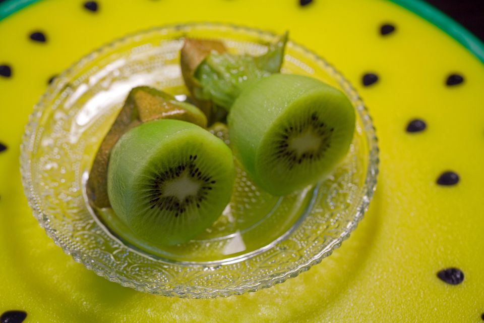 If you're going to have a bedtime snack, make it a kiwi. Eating two of these fruits one hour before bed for a month helped ad