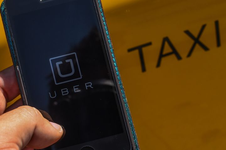 Uber, the startup ride-sharing service,has closed a new round of funding that values the online taxi-hailing company at