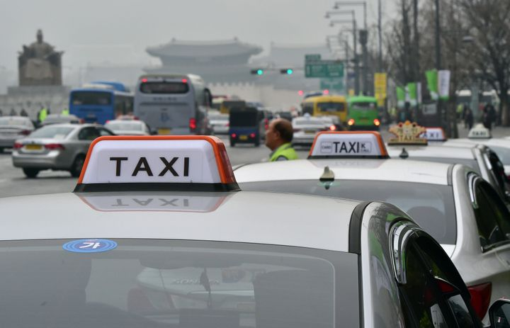 <span>Taxis queue for passengers in downtown Seoul on March 31, 2015. South Korea's top mobile messenger operator launched a