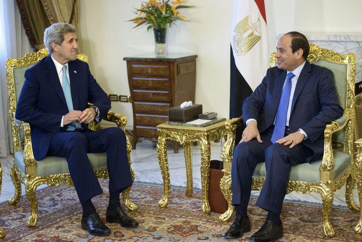 U.S. Secretary of State John Kerry (L) with controversial Egyptian President&nbsp;<span>Abdel-Fattah el-Sissi</span>&nbsp;in&
