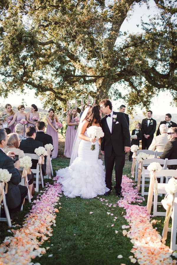 flower petals for weddings 18 wedding floral ideas that that wow factor 4200