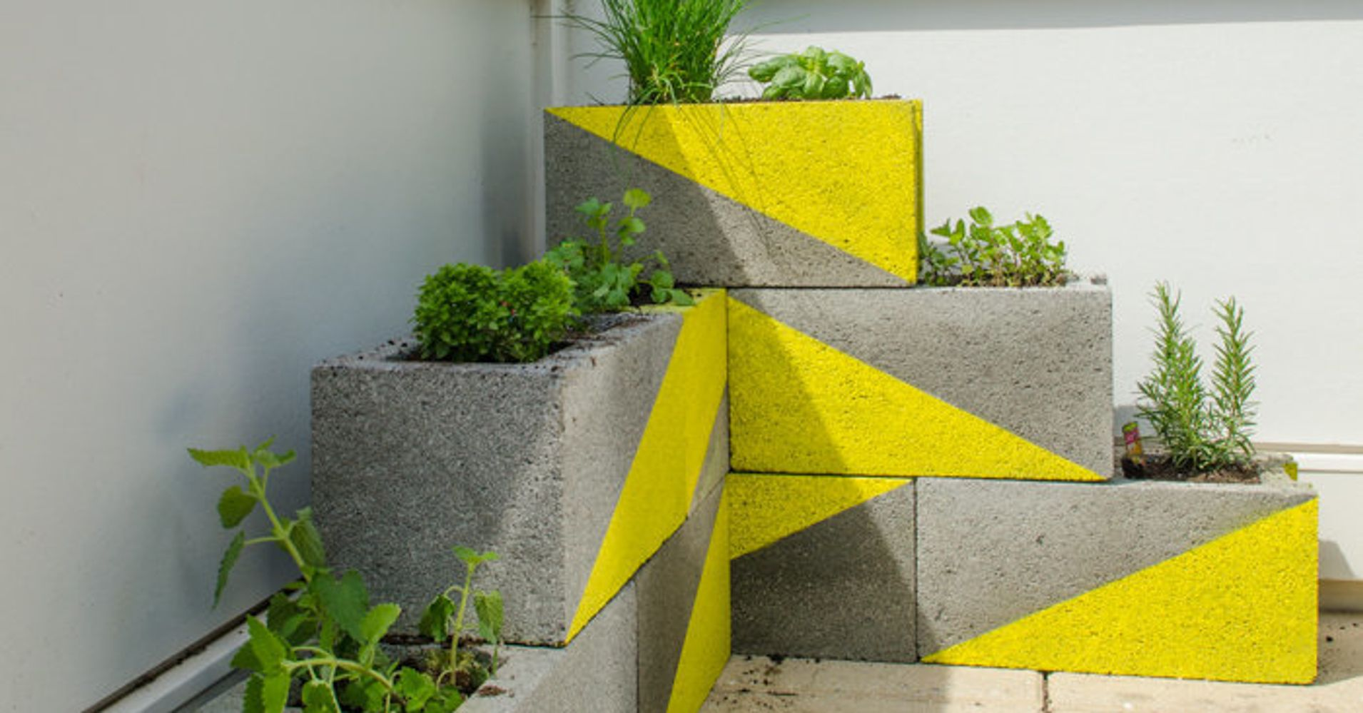 22 DIY Cinder Block Projects That Are Anything But Boring | HuffPost ...