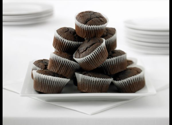 """A 2011 Swedish study found that women who ate more than 45 grams of chocolate a week had a <a href=""""http://www.huffingtonpost"""