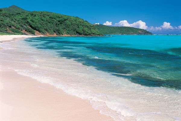 """On <a href=""""http://www.huffingtonpost.com/2014/01/20/7-caribbean-islands-youv_n_4610712.html"""">this teeny-tiny island in the G"""