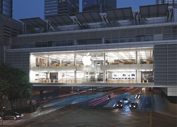 """Hong Kong's first Apple Store opened its doors in 2011. The space<a href=""""http://www.igeeksblog.com/top-ten-awe-inspiri"""