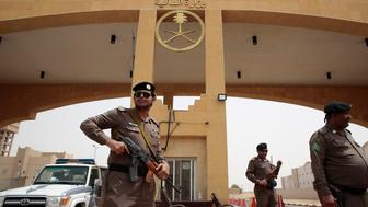 JAZAN, SAUDI ARABIA - APRIL 10:  At the border crossing of the Saudi Arabia-Yemen border, April 10, 2105 near the town of Jazan, members of the Saudi Arabia Border Police stand guard as a few people cross the border in and out of Yemen. (Photo by Carolyn Cole/Los Angeles Times via Getty Images)
