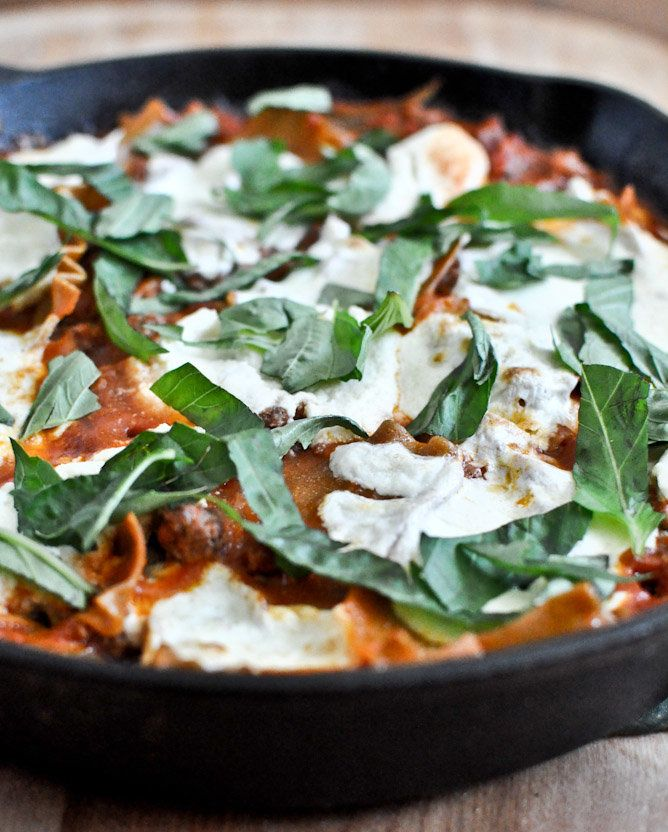 """<strong>Get the<a href=""""http://www.howsweeteats.com/2012/08/quick-easy-skillet-lasagna/"""" target=""""_blank""""> Easy Skillet Lasagn"""