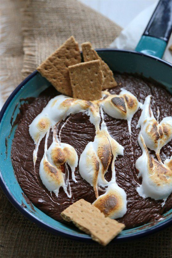 """<strong>Get the <a href=""""http://www.countrycleaver.com/2014/07/smores-skillet-chocolate-dip.html?utm_source=feedburner&utm_me"""