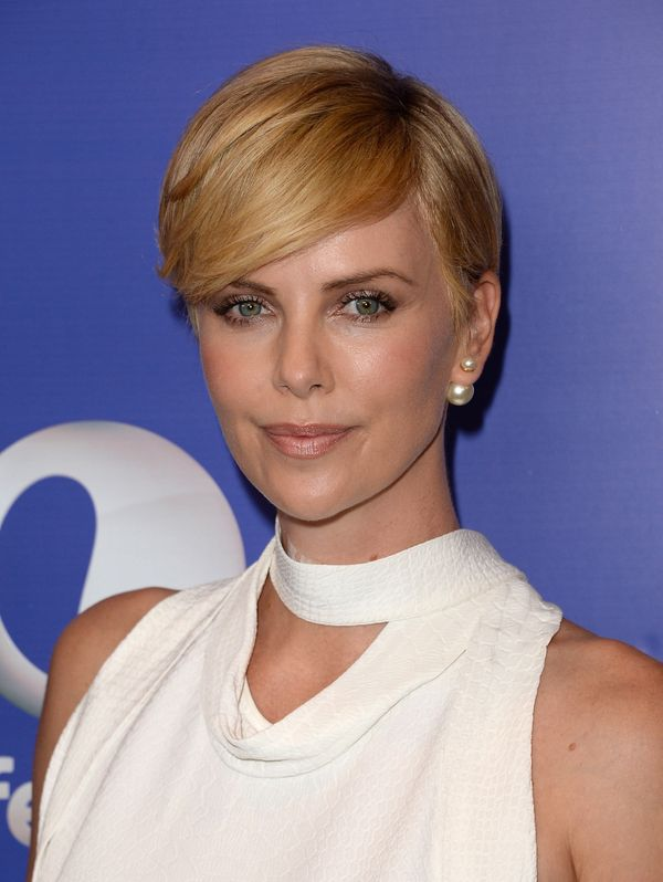Remarkable 19 Times Charlize Theron Inspired Us To Cut Our Hair Short The Short Hairstyles For Black Women Fulllsitofus