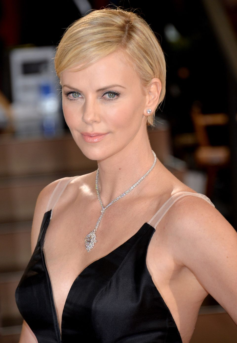 19 Times Charlize Theron Inspired Us To Cut Our Hair Short Huffpost Life