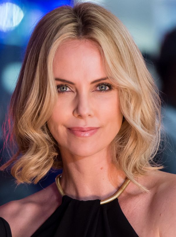 Phenomenal 19 Times Charlize Theron Inspired Us To Cut Our Hair Short The Hairstyle Inspiration Daily Dogsangcom
