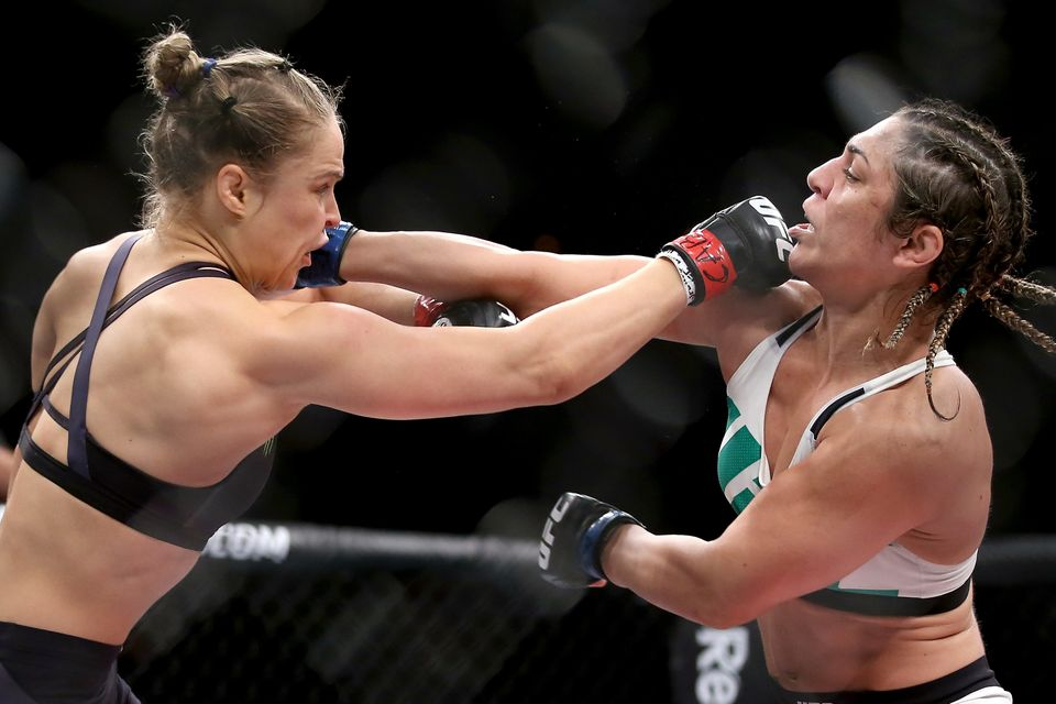 RIO DE JANEIRO, BRAZIL - AUGUST 01:  Ronda Rousey of the United States (red) fights Bethe Correia of Brazi (blue) l in their