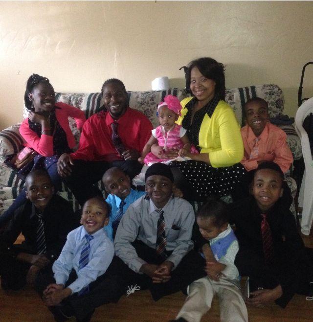 Elaina Turner, Ulysses Green and their nine children.