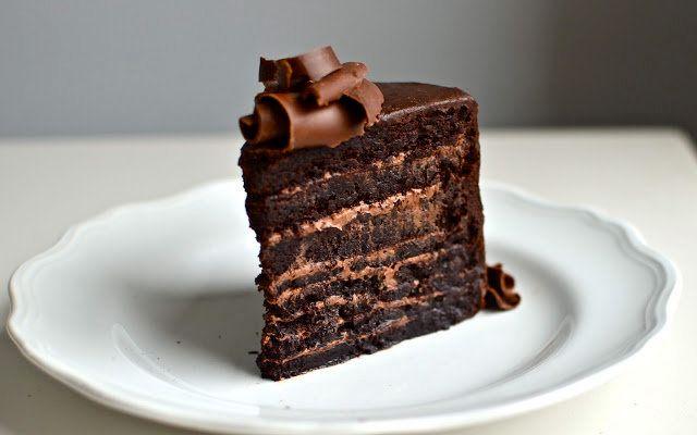 "<strong>Get the <a href=""http://www.yammiesnoshery.com/2012/12/fudge-mountain-cake.html"" target=""_blank"">Fudge Mountain Cake"