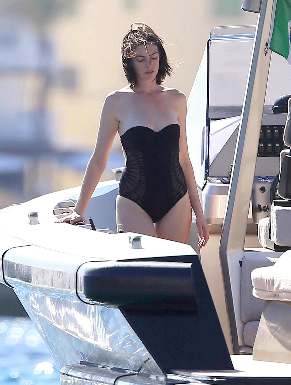 bikini hathaway Anne
