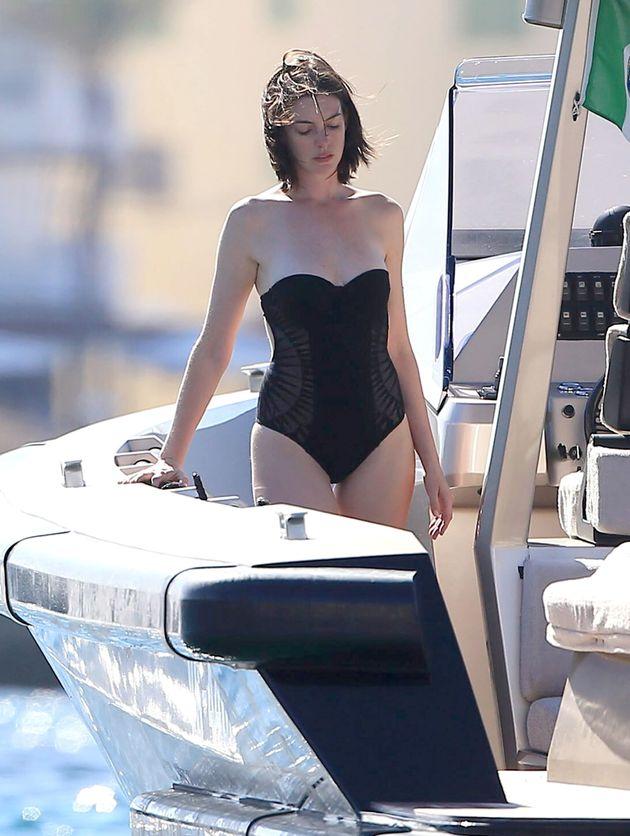 anne bikini hathaway
