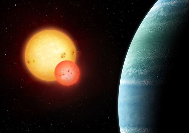 Artist's impression of the Kepler-453 system showing the newly discovered planet on the right and the eclipsing binary stars on the left.
