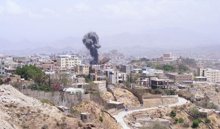 Smoke rises after Saudi-led coalition airstrikes hit Taiz,Yemen, on April 17, 2015.