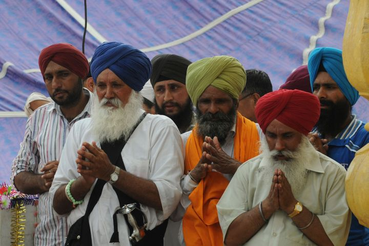 <span>Sikh pilgrims offer prayers at a Sikh shrine in Lahore on June 29, 2013.</span>