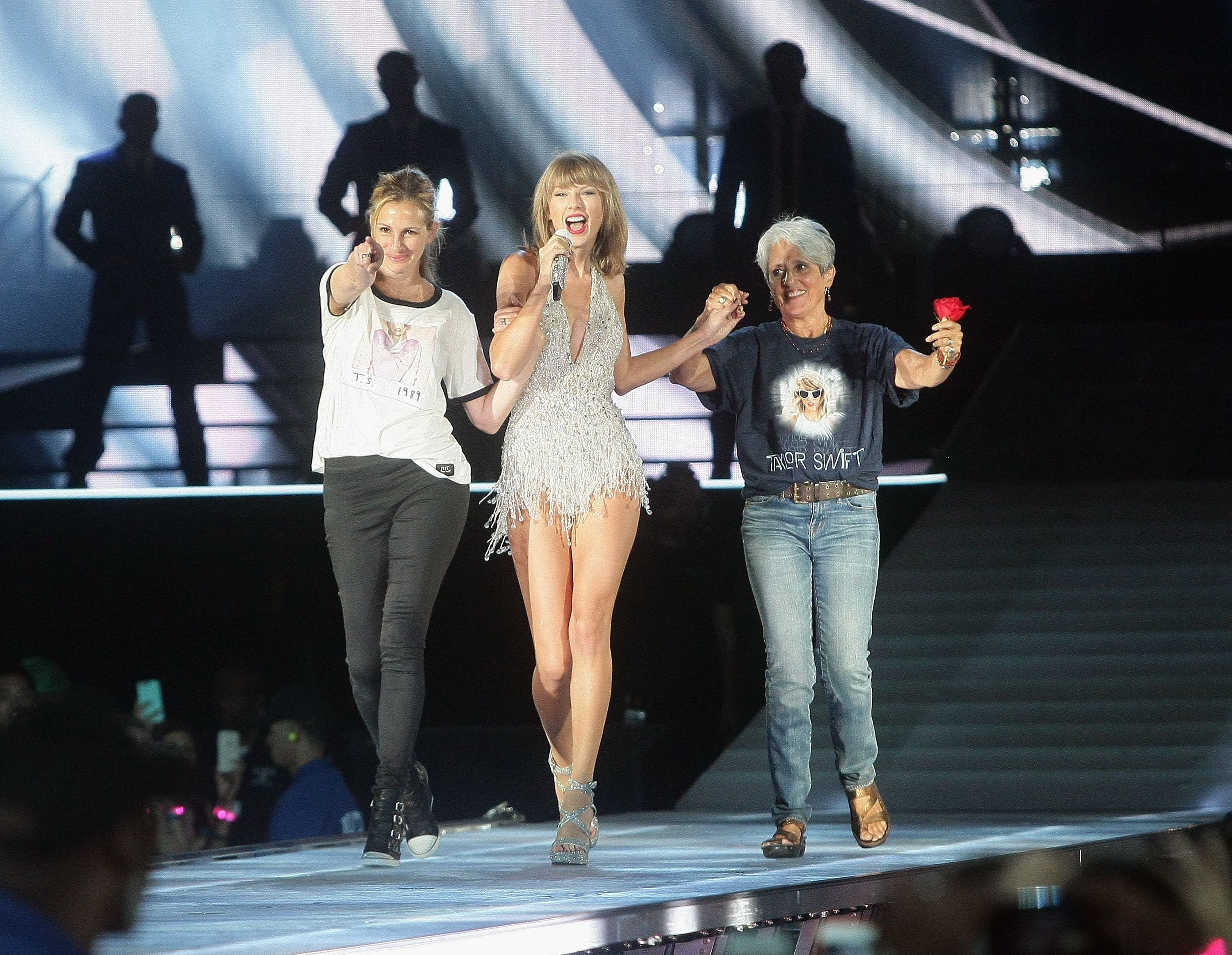 SANTA CLARA, CA - AUGUST 15:  (L-R) Actress Julia Roberts, Taylor Swift and musician Joan Baez appear together during Swift's 'The 1989 World Tour' at Levi's Stadium on August 15, 2015 in Santa Clara, California.  (Photo by John Medina/LP5/Getty Images for TAS)