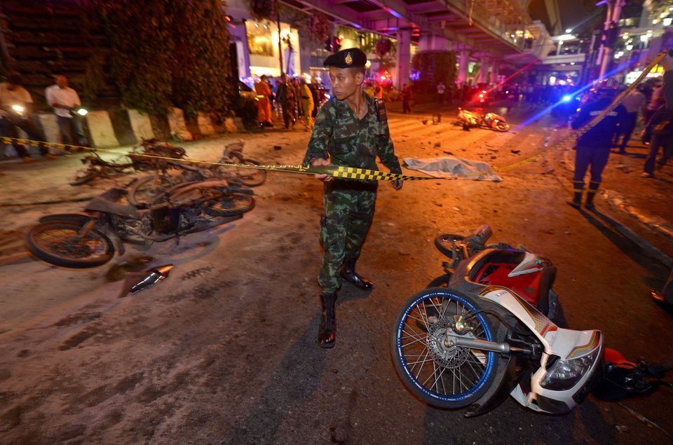 A Thai soldier ropes off the scene after a bomb exploded outside a religious shrine in central Bangkok late on August 17, 201