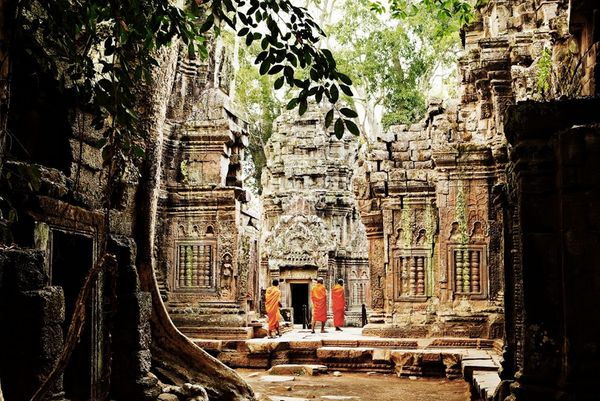 The world's greatest temple to the Hindu god Vishnu, the magnificent monument of Angkor Wat is the crowning glory of&nb