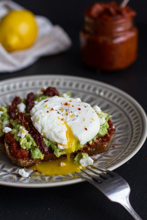 """<strong>Get the <a href=""""http://www.halfbakedharvest.com/harissa-smashed-avocado-egg-toast-goat-cheese-honey-drizzle/"""" target"""