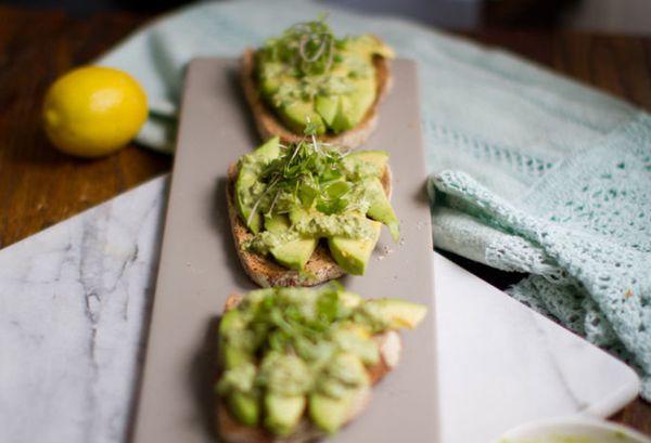 "<strong>Get the<a href=""http://kblog.lunchboxbunch.com/2013/02/lemon-avocado-toast-basil-pesto-on-top.html?utm_source=feedbur"