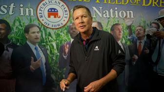 John Kasich, governor of Ohio and 2016 Republican presidential candidate, tours the Iowa GOP booth during the Iowa State Fair in Des Moines, Iowa, U.S., on Tuesday, Aug. 18, 2015. Alabama Governor Robert Bentley endorsed fellow Republican Governor Kasich for president Monday, citing the candidate's record and 'compassion.' Photographer: Daniel Acker/Bloomberg via Getty Images
