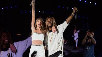 SEATTLE, WA - AUGUST 08:  Taylor Swift and Fetty Wap at CenturyLink Field on August 8, 2015 in Seattle, Washington.  (Photo by Suzi Pratt/LP5/Getty Images for TAS)