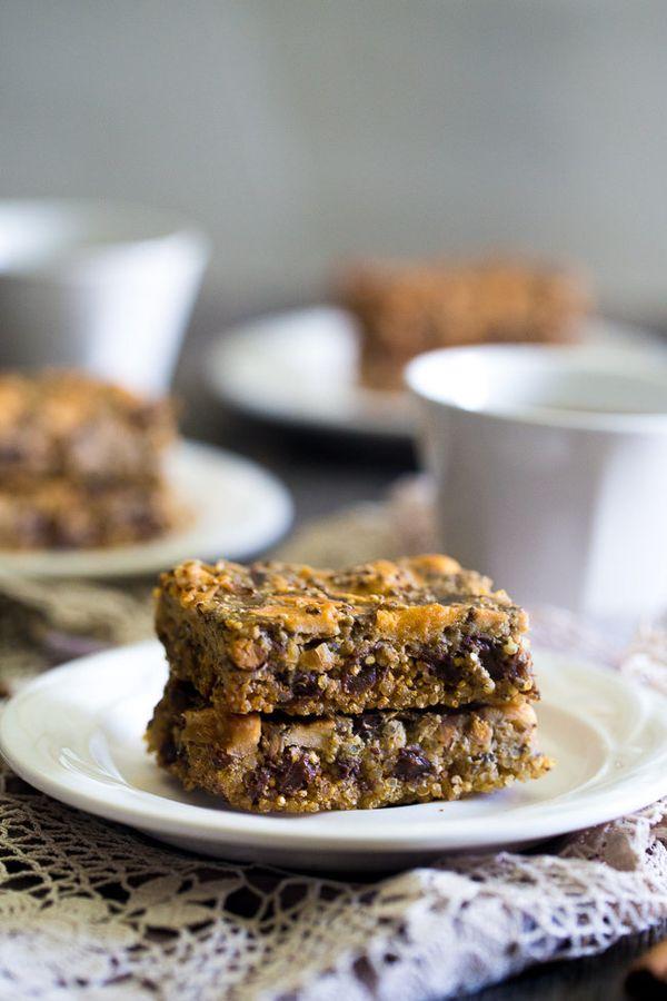 "<strong>Get the <a href=""http://www.foodfaithfitness.com/slow-cooker-quinoa-energy-bar-recipe/"" target=""_blank"">Slow Cooker Q"