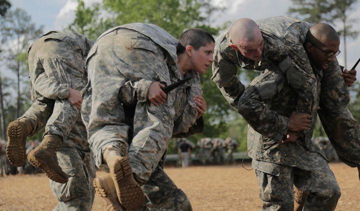 <span>Capt. Kristen Griest (center) carrying a classmate during ranger school.&nbsp;</span>