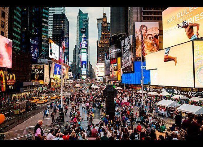<em>Photo Credit: Greg Blok / Shutterstock</em><br> 절대 타임스퀘어를 가지 말라는 건 아니다. 하지만 뉴요커들은 업무가 있든지 혹은 브로드웨이 뮤지컬을 보러 갈 때가 아니면 타임스퀘어
