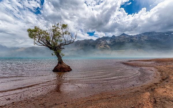 <p>Glenorchy, a remote lakeside settlement.</p>
