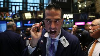 NEW YORK, NY - AUGUST 25:  Traders work on the floor of the New York Stock Exchange (NYSE) on August 25, 2015 in New York City. Following a day of steep drops in global markets, the Dow Jones industrial average rallied over 300 points in morning trading.  (Photo by Spencer Platt/Getty Images)