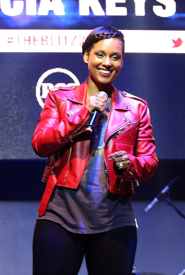 """In 2003, Alicia Keys co-founded the <a href=""""http://keepachildalive.org/keepachildalivewithaliciakeys/"""">Keep a Child Alive fo"""