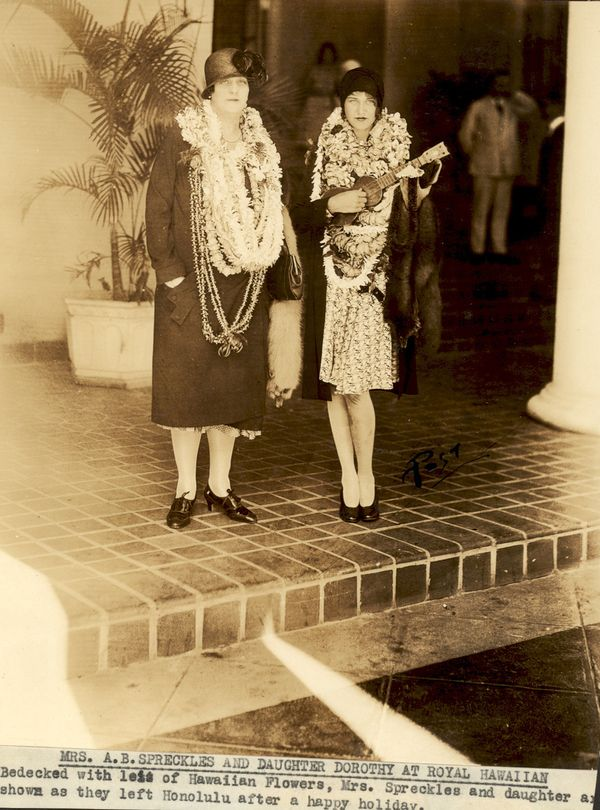 A Guest And Her Daughter Posenbspat The Royal Hawaiiannbsp