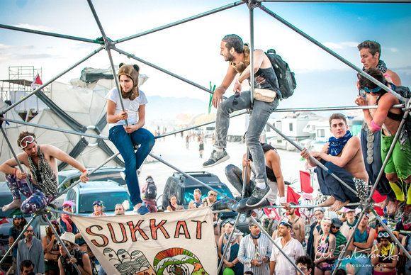 Milk & Honey's Shabbatserviceat Burning Man in 2014.