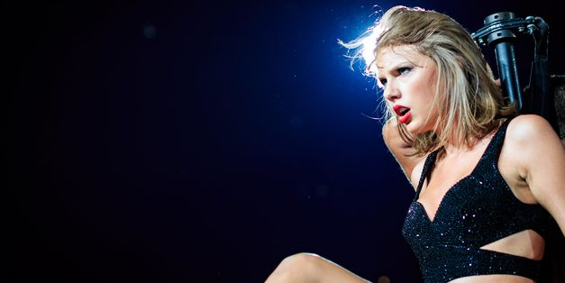 Taylor Swift Mouths 'I Love You' At Calvin Harris During Finale Of LA Show