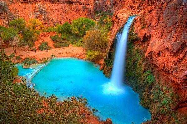 "A series of <a href=""http://www.utah.com/nationalparks/grand_canyon/havasu.htm"">bright blue waterfalls</a>glitters&nbsp"