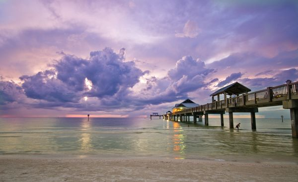 """<a href=""""http://www.visitflorida.com/en-us/cities/clearwater-beach.html"""">See-through water, warm temps and a small-town vibe<"""