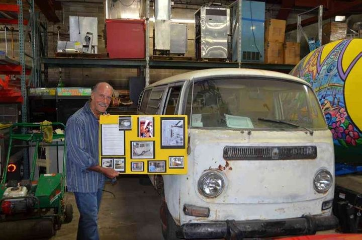 Les Gold with Jack Kevorkian's van.